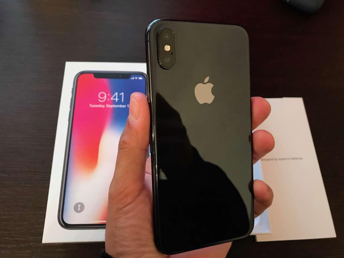 iPhone X VS S8