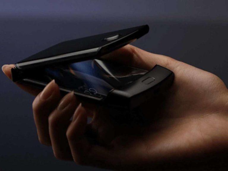 Motorola Razr, le prime foto dello smartphone a conchiglia tra passato e futuro